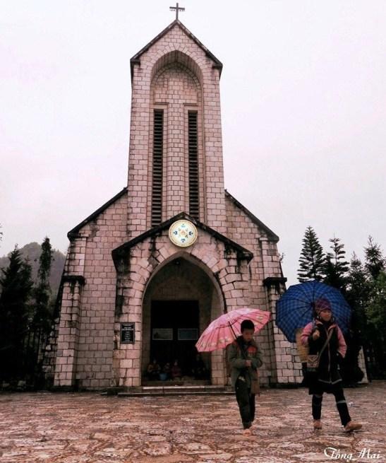 Nhà thờ Đá. Photo: TốngMai