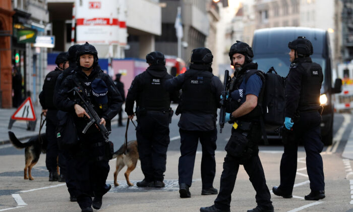 Police officers London attack 700x420
