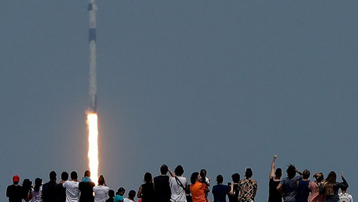 SpaceX expands network with launch of 58 satellites, completes second of four launches