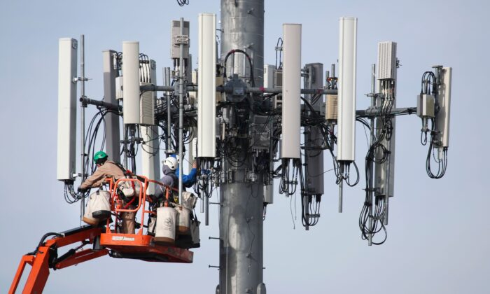 White House, Pentagon Open Up Military Airwaves for 5G