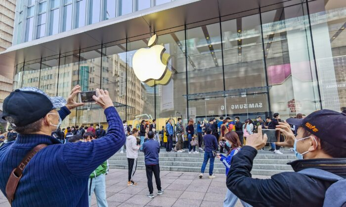 Apple Punished Employee for Approving App That Was Critical of Beijing, Lawsuit Alleges