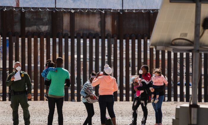 White House Giving Journalists 'Zero Access' to Border Patrol Operations: Photographer