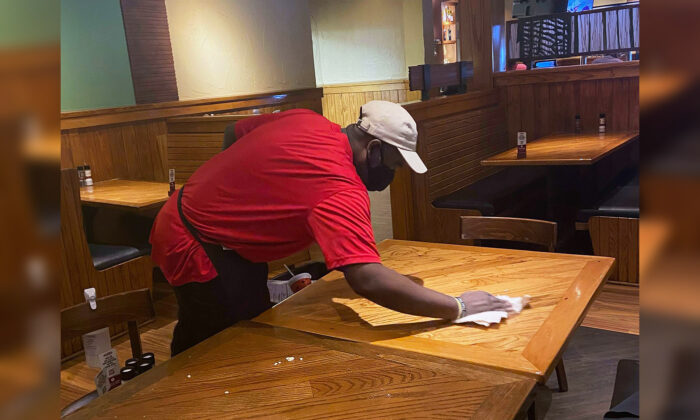 Homeless Man Asks Texas Steakhouse Owner for Job Busing, and She Gives Him 'A Whole New Start'