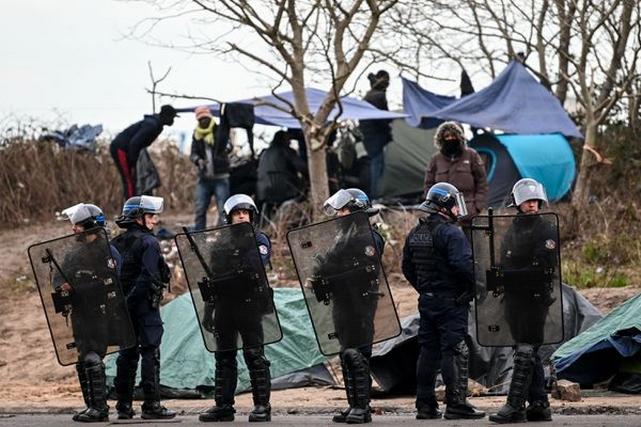 Immigrés clandestins - Migrants - CRS