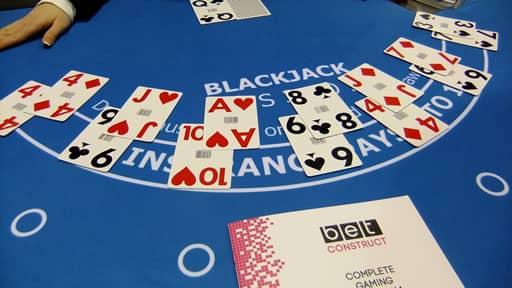ブラックジャックの遊び方と基本的な流れについて