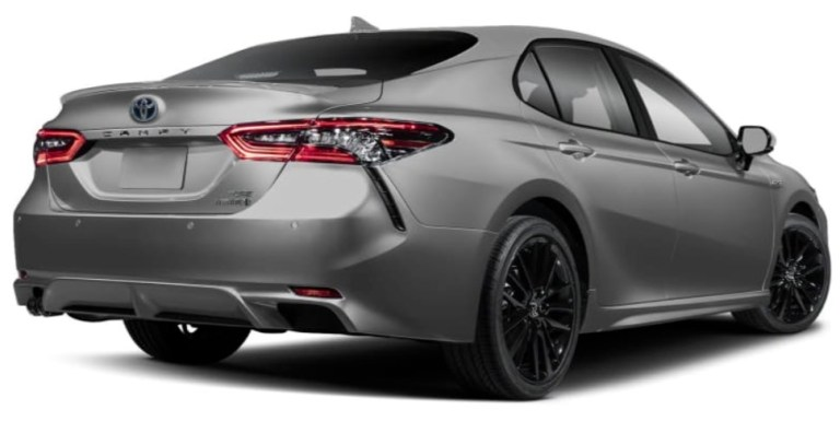 camry-hybrid-taillights-and-rear-emblem