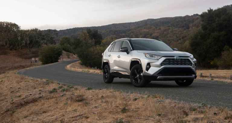 toyota-xse-hybrid-on-the-road