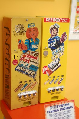 vintage vending devices machines (9)