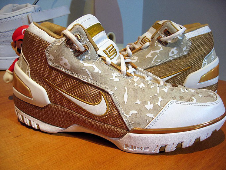 Nike Air Zoom Generation – Lebron 1 Retro Sample
