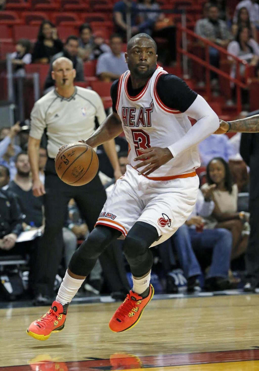Dwyane wearing a Li-Ning Way of Wade 4 PE