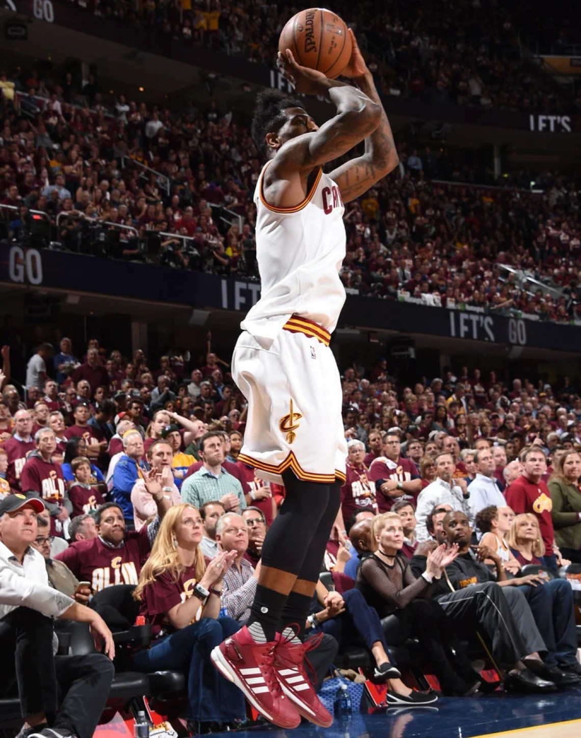CLEVELAND, OH - JUNE 8: Iman Shumpert #4 of the Cleveland Cavaliers shoots the ball against the Golden State Warriors during Game Three of the 2016 NBA Finals on June 8, 2016 at The Quicken Loans Arena in Cleveland, Ohio. NOTE TO USER: User expressly acknowledges and agrees that, by downloading and/or using this Photograph, user is consenting to the terms and conditions of the Getty Images License Agreement. Mandatory Copyright Notice: Copyright 2016 NBAE (Photo by Andrew D. Bernstein/NBAE via Getty Images)