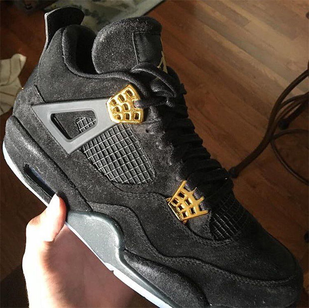 free shipping e7348 2cb0a Air Jordan 4 Black Gold Glow