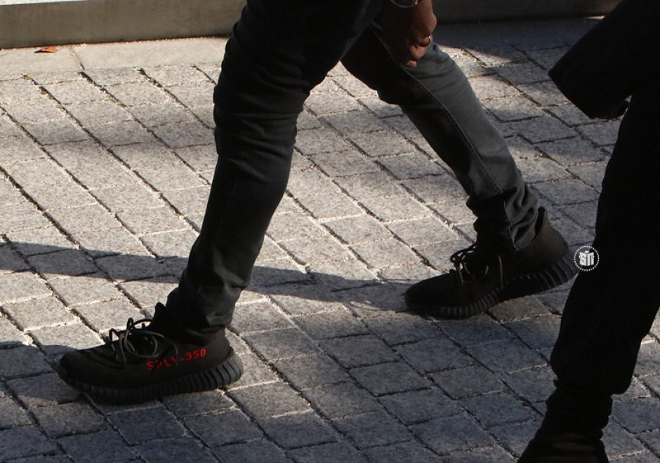 adidas Yeezy Boost 350 V2 Black/Red