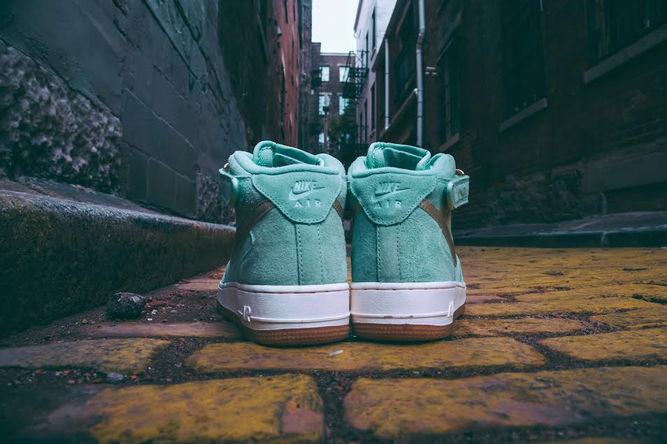 "Nike WMNS Air Force 1 Mid ""Enamel Green"""
