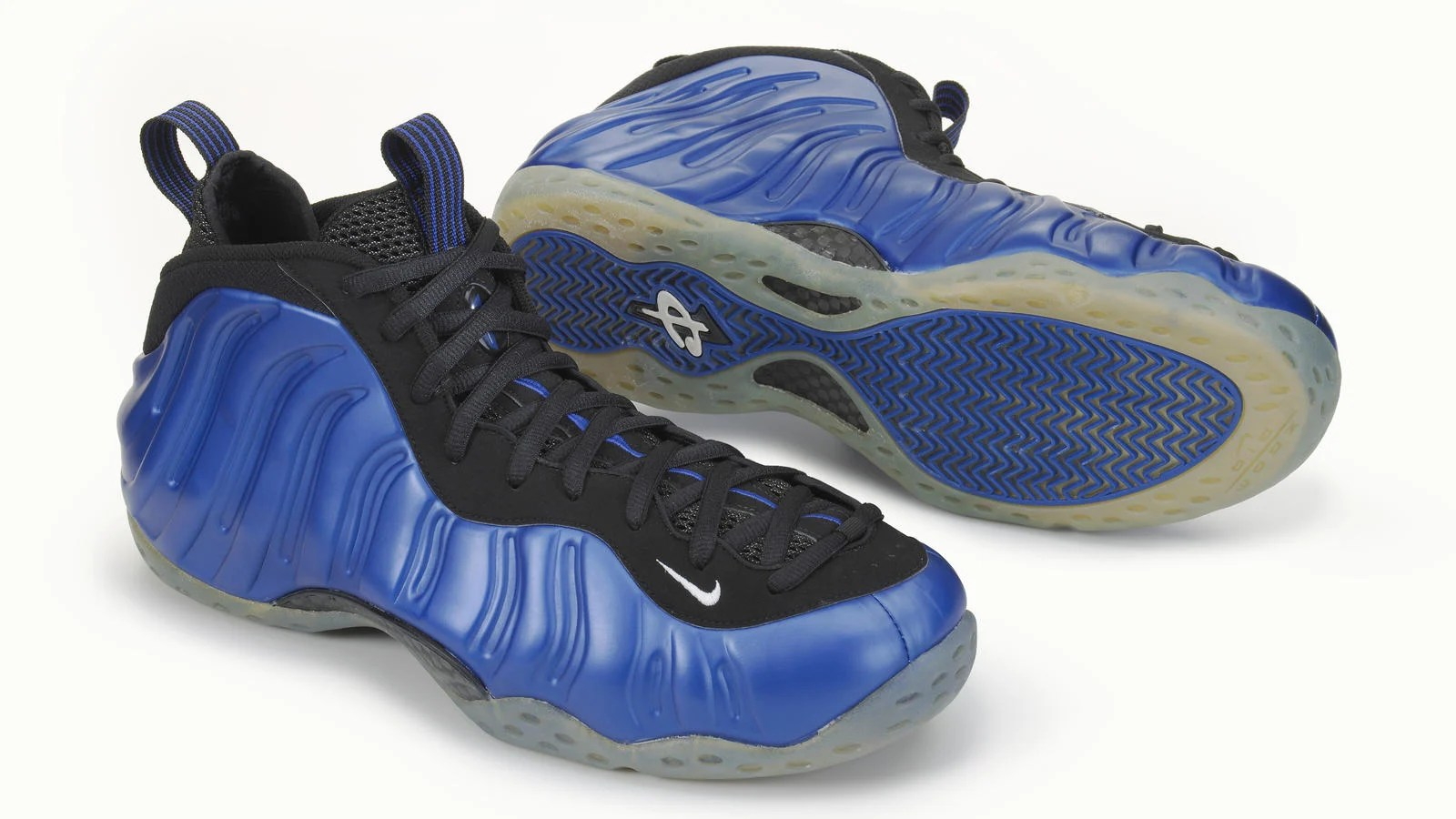 6931b1abb28 This Day in Sneaker History    Mike Bibby Debuts the Nike Air Foamposite One