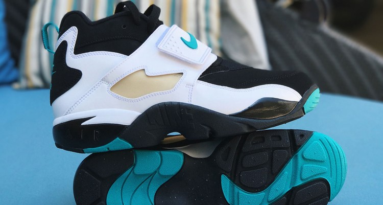 new concept 63dc3 43914 Nike Air Diamond Turf