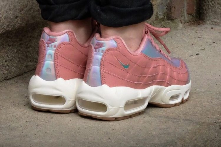 "Nike Air Max 95 ""Red Stardust"""
