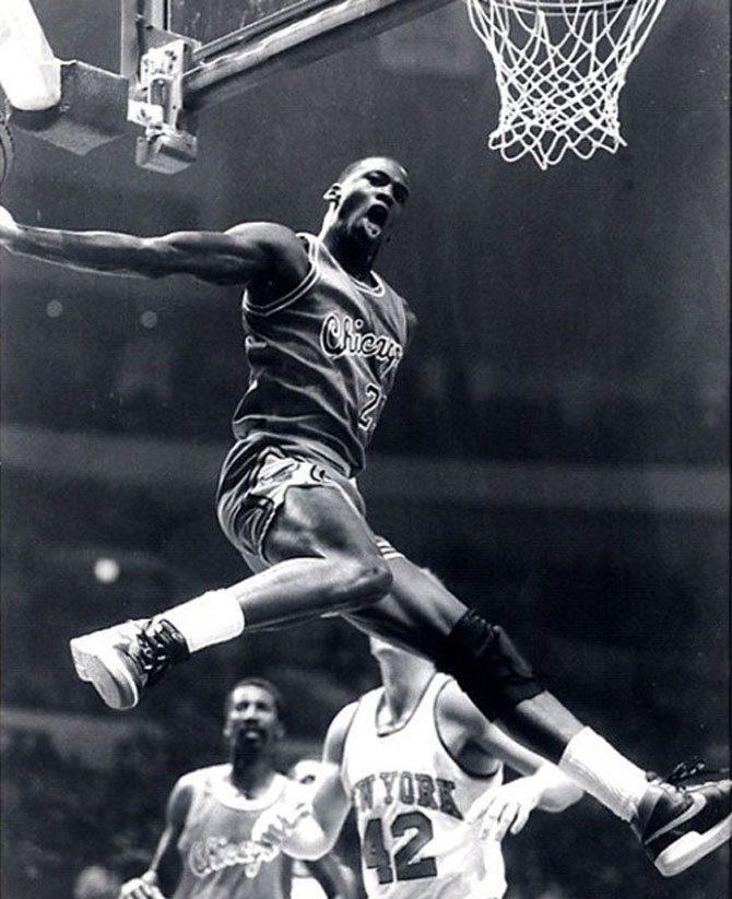 Michael Jordan wearing the Nike Air Ship in Black/Red in final NBA Preseason game