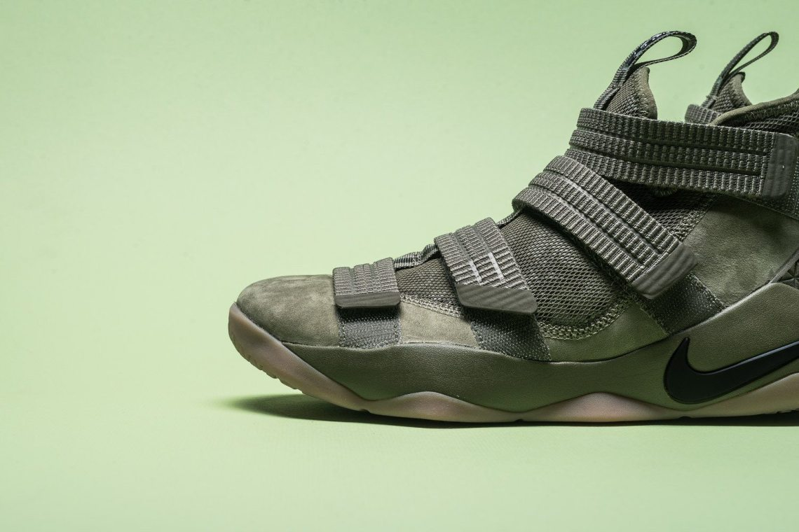 reputable site 75330 43d24 Nike LeBron Soldier 11