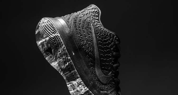 "Nike Kyrie 3 GS ""Triple Black"""