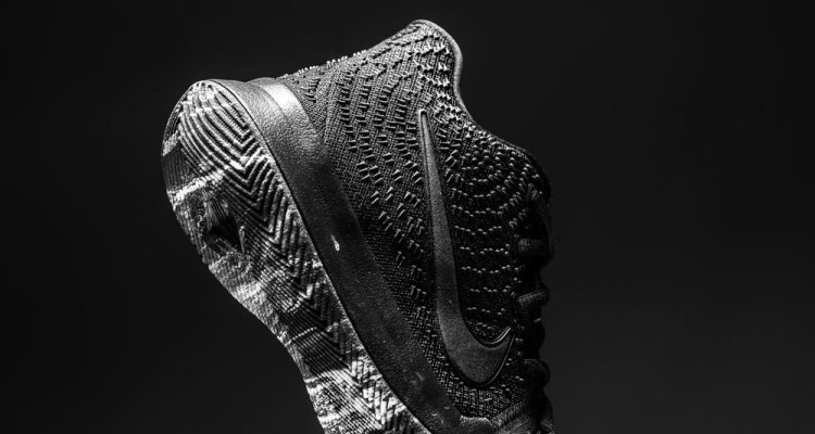"Nike Kyrie 3 GS ""Triple Black"""
