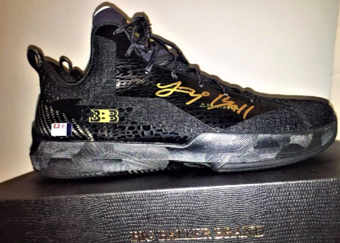 Big baller brand 39 s autographed zo2 doesn 39 t come in clear for Bb b