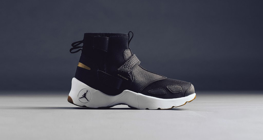 Jordan Trunner LX High Black/Metallic Gold