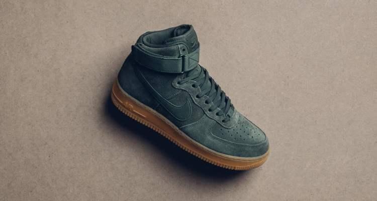 "Nike Air Force 1 High Suede ""Vintage Green"""