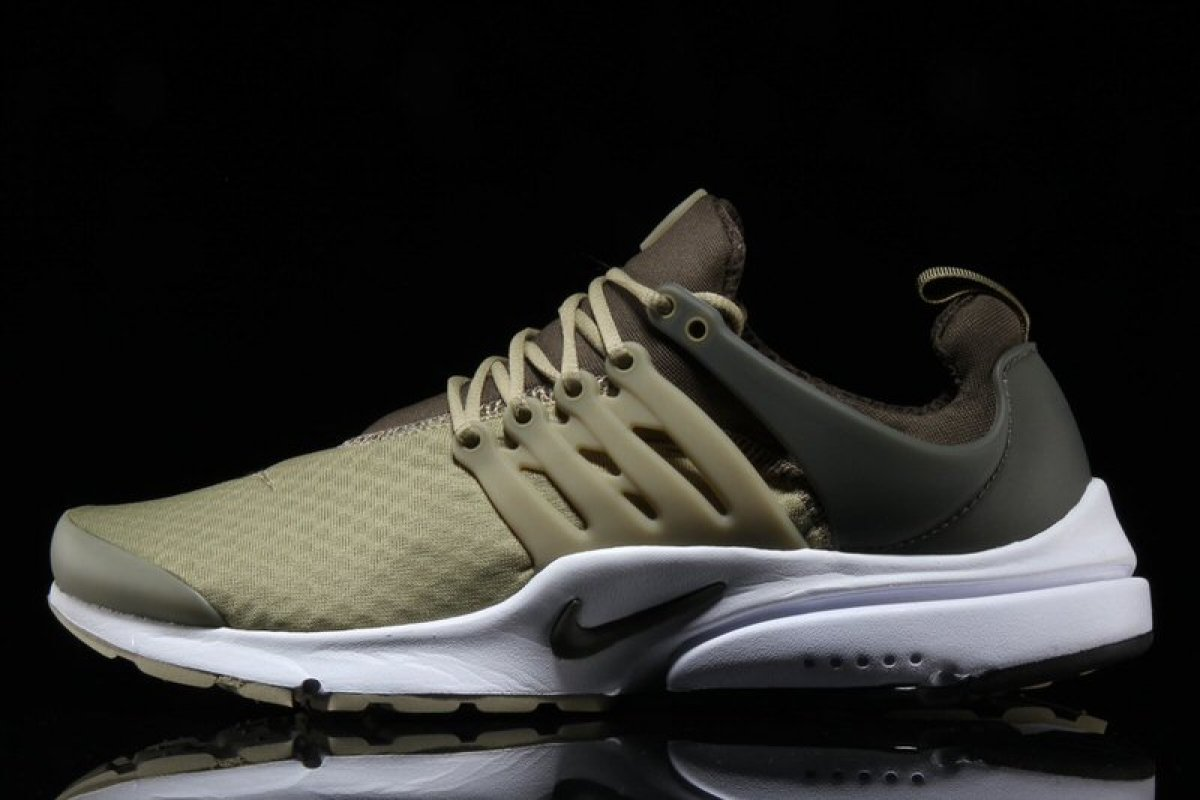 "Nike Air Presto Essentials ""Neutral Olive"""