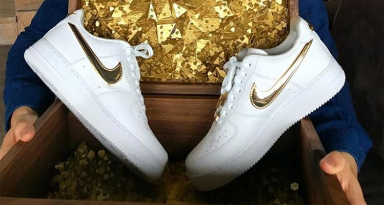 076bb7c7fde93 Nike Gifts Cristiano Ronaldo 24K Gold Air Force 1 for His Birthday
