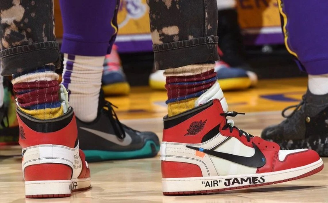 "8f0f6abc6c0 ... LeBron James in Off-White x Air Jordan 1 ""Chicago"" vs. Sacramento Kings  (Andrew D. Bernstein NBAE via Getty Images)"