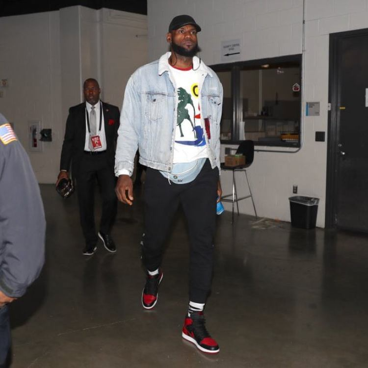 ce47e765e5c ... Lebron James in the Air Jordan 1 Retro High OG