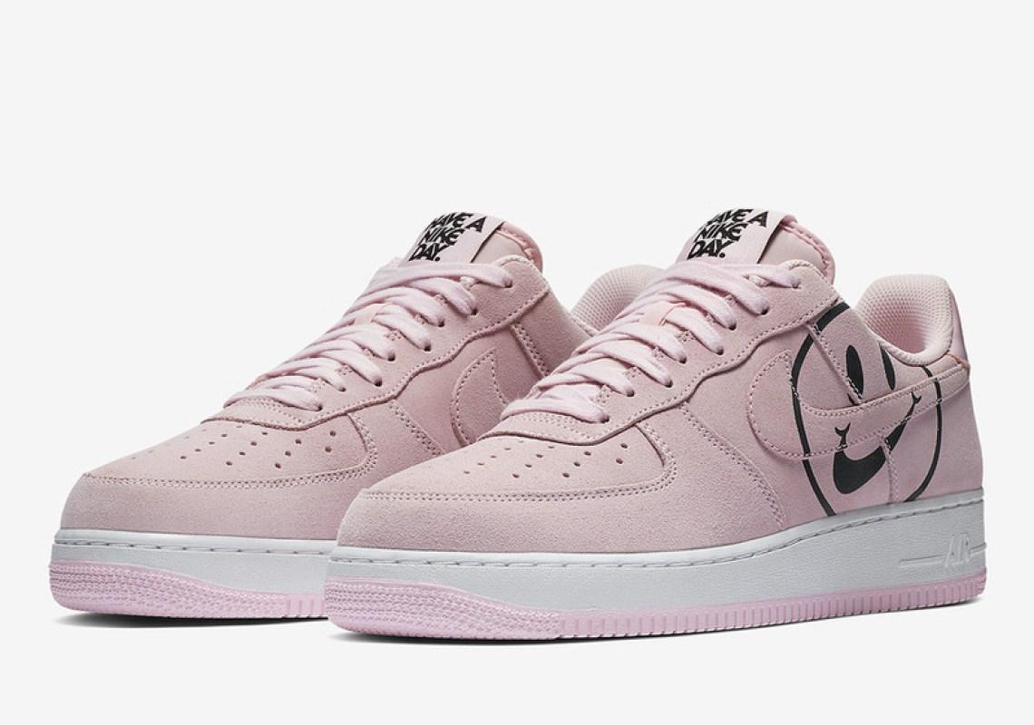 """Nike Air Force 1 """"Tenha um dia Nike"""""""
