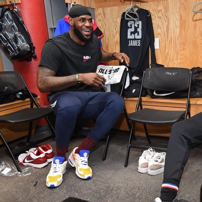 bc425fe2996 ... LeBron James in the Nike Air Max2 Light
