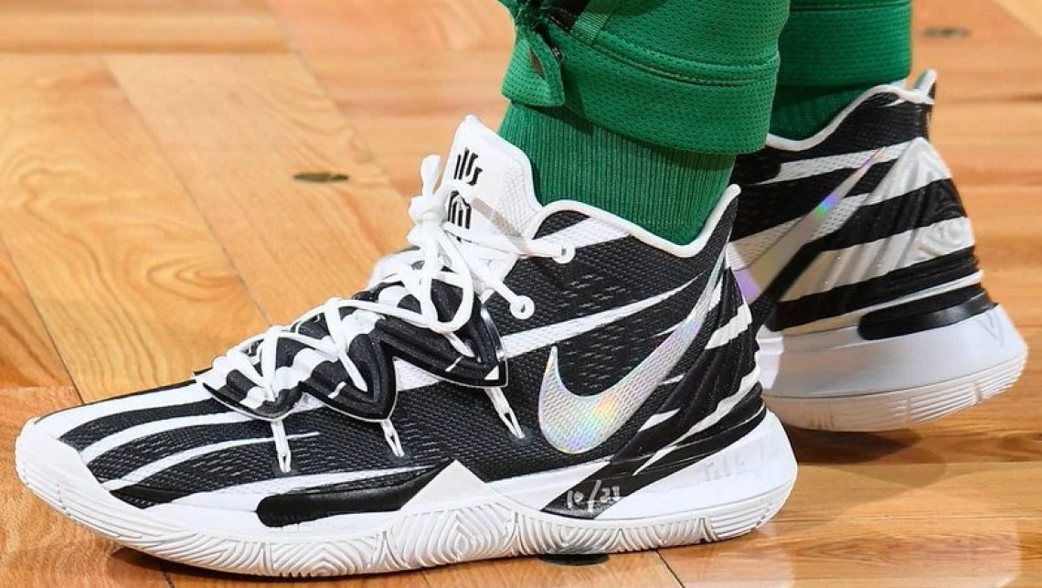 03a8c51ed034 Kyrie Irving in the Nike Kyrie 5 PE vs. Washington Wizards (Brian  Babineau NBAE via Getty Images) ...