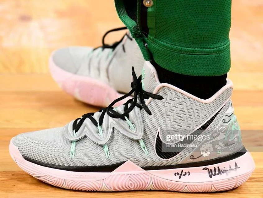 430644d59c14 Kyrie Irving in the Nike Kyrie 5 PE vs. San Antonio Spurs (Brian  Babineau NBAE via Getty Images)