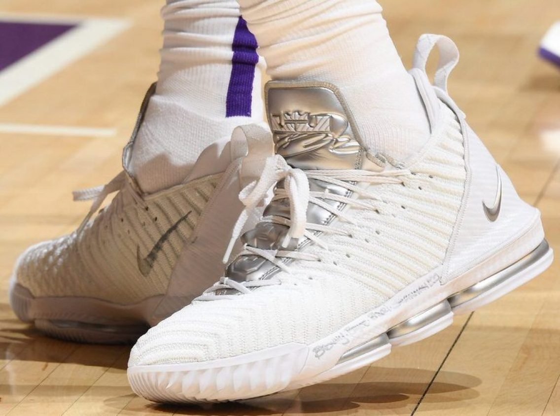 dfae3e72cca LeBron James in the Nike LeBron 16 PE vs. Sacramento Kings (Andrew D.  Bernstein NBAE via Getty Images) ...