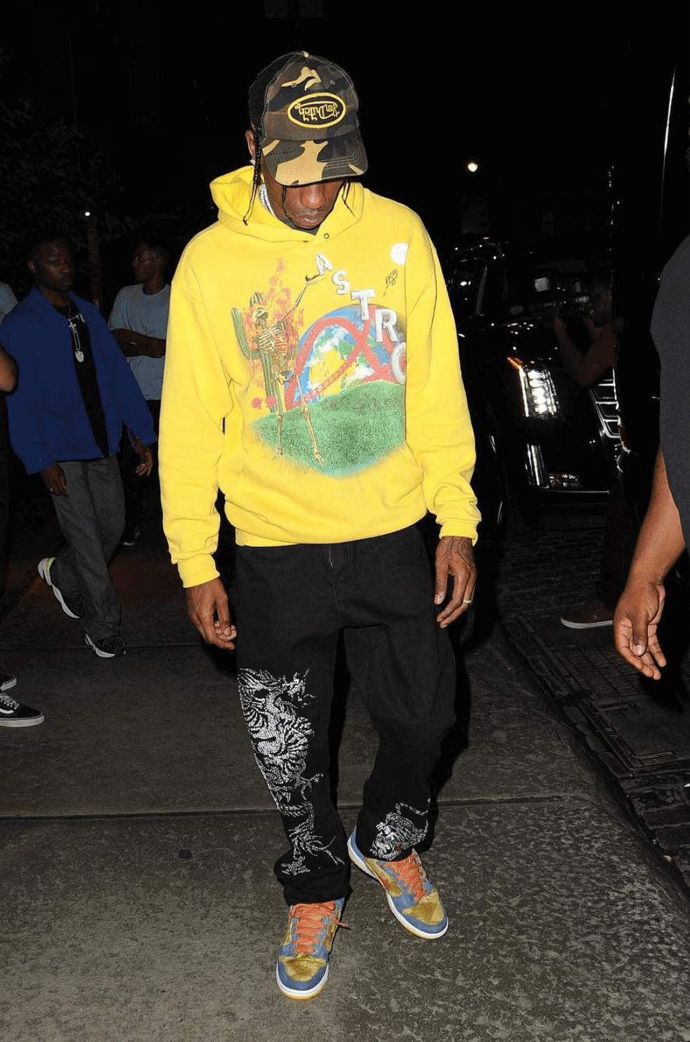 Pairing limited ASTROWORLD merchandise with graphic sweats and Papa Bear Dunk Highs.