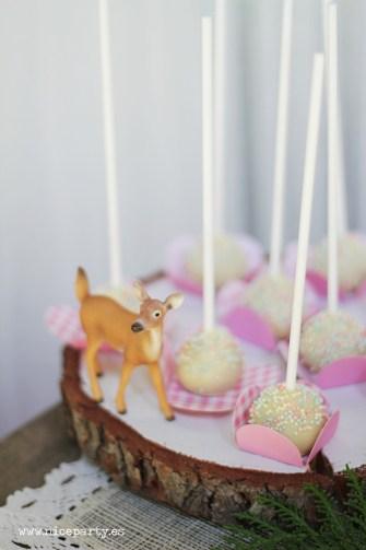 Nice Party Comunión bosque Mesa de dulces y decoración (18)