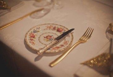 Inspiración: Origami con purpurina en la mesa