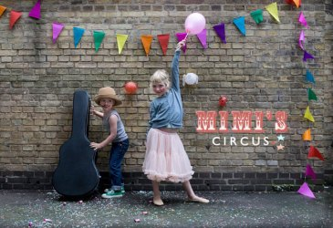 Garlands everywhere: Mimi´s Circus