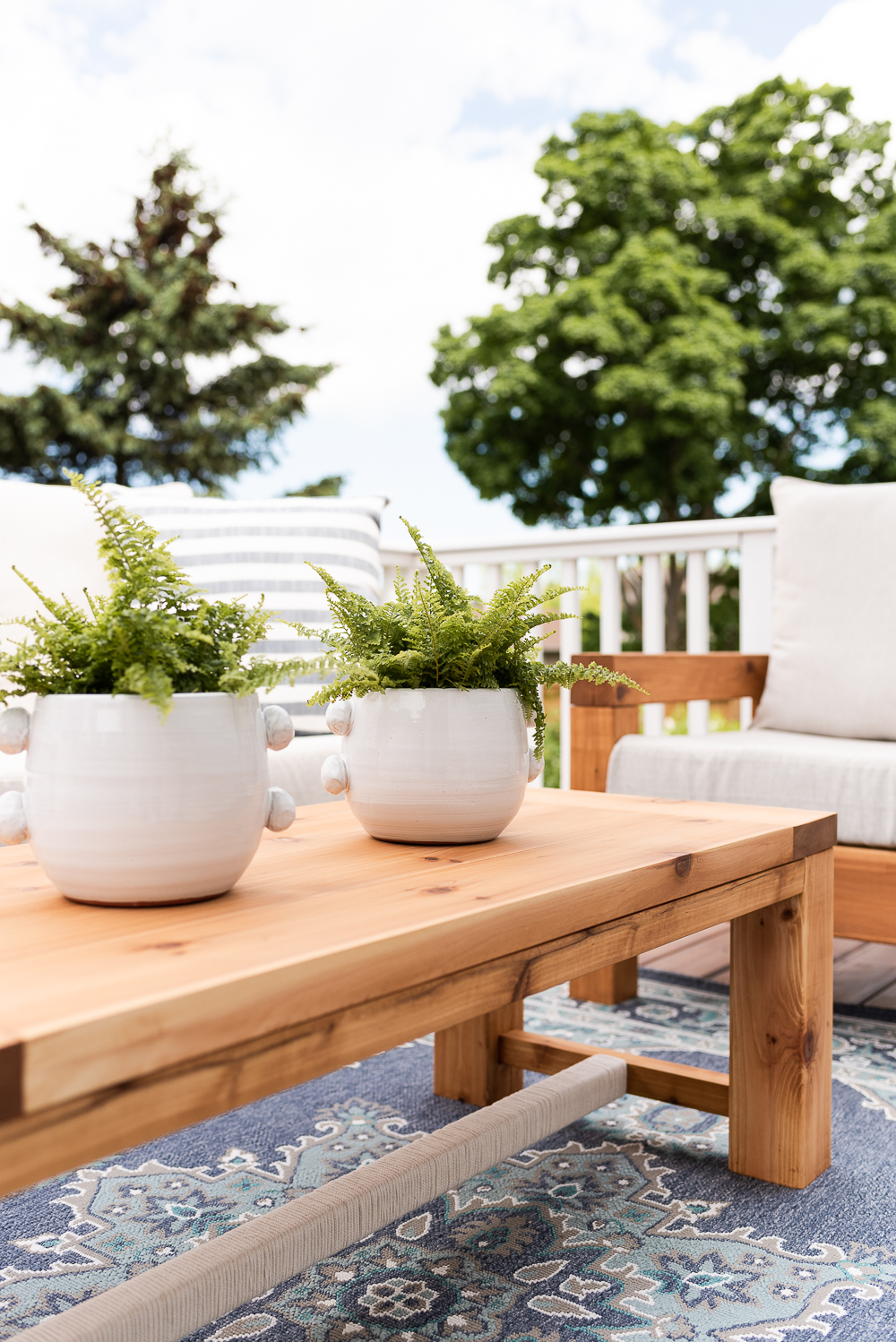 the perfect outdoor coffee table free