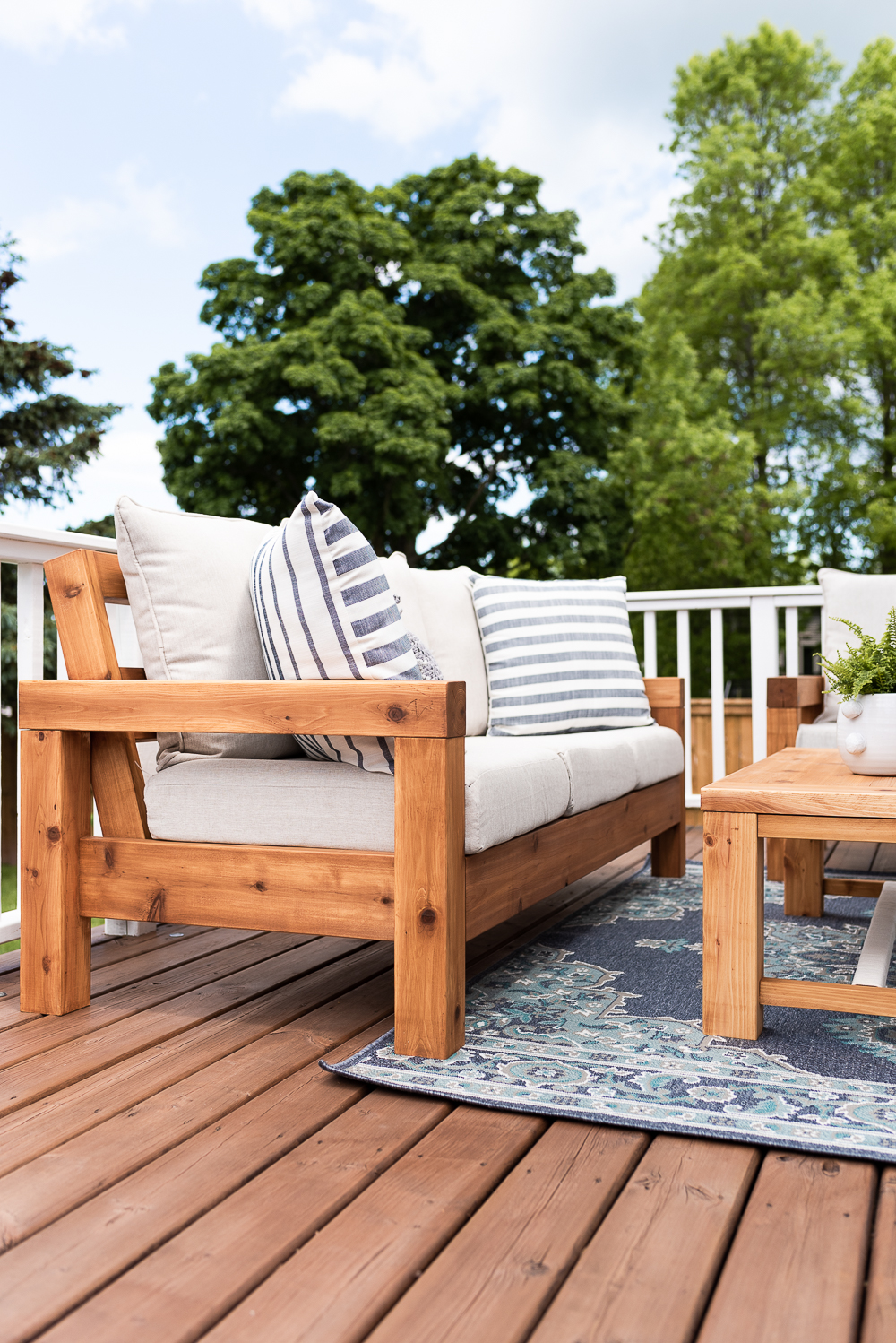 the perfect outdoor sofa free plans