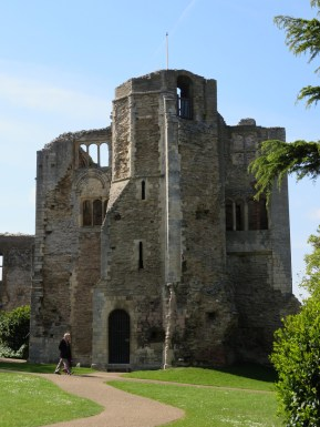 Tower attached to the gatehouse