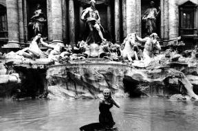 Anita Ekberg in the Trevi Fountain