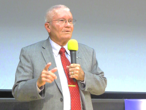 Fred Haise during his talk Failure Is Not An Option 25 October 2014. Photo Nick Cook