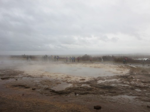 strokkur-waiting