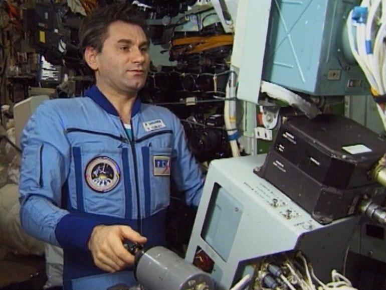 Vasily Tsiblieve on the TORU on-board Mir