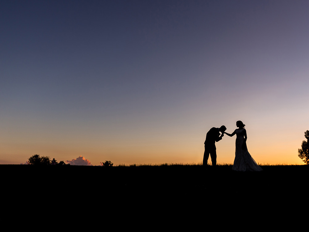 Bride-groom-sunset-kiss