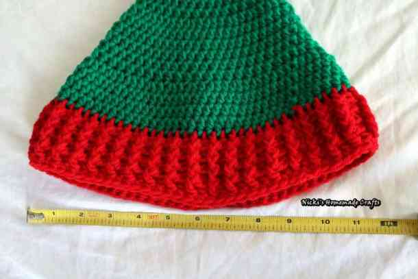 Elf Hat with Pom-pom - Free Crochet Pattern by Nicki's Homemade Crafts